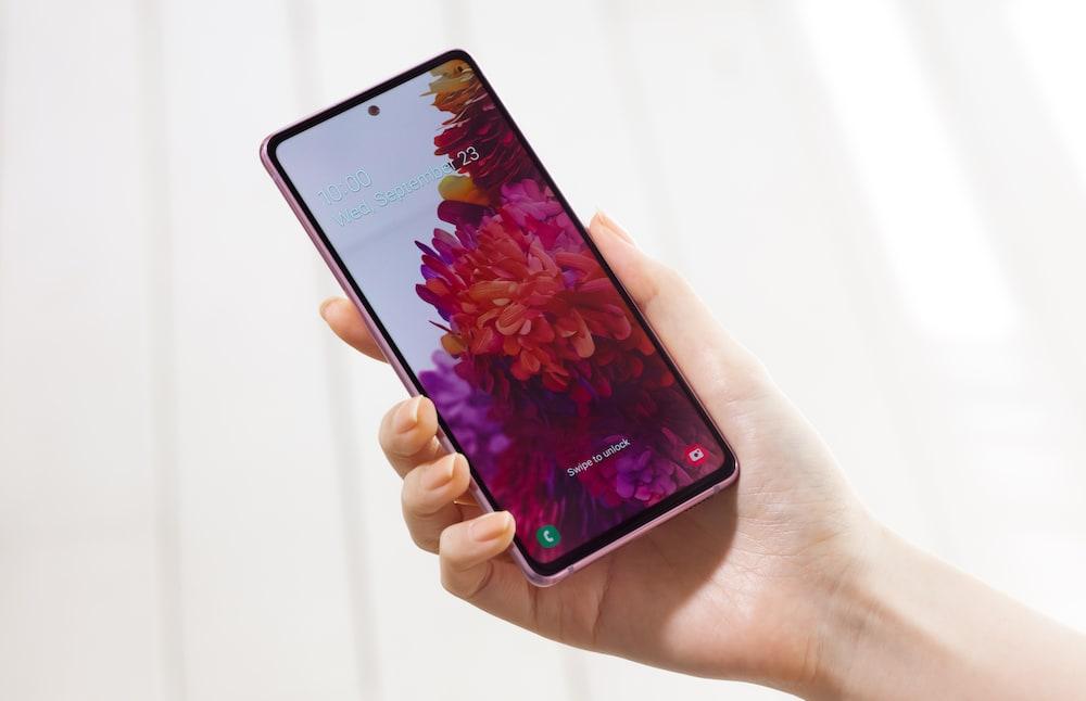 Samsung Galaxy S20 FE con los recursos favoritos de los fans