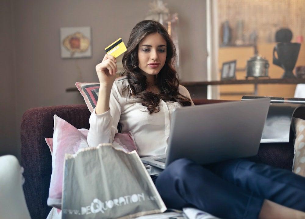 Aumentó el uso del comercio electrónico y del débito