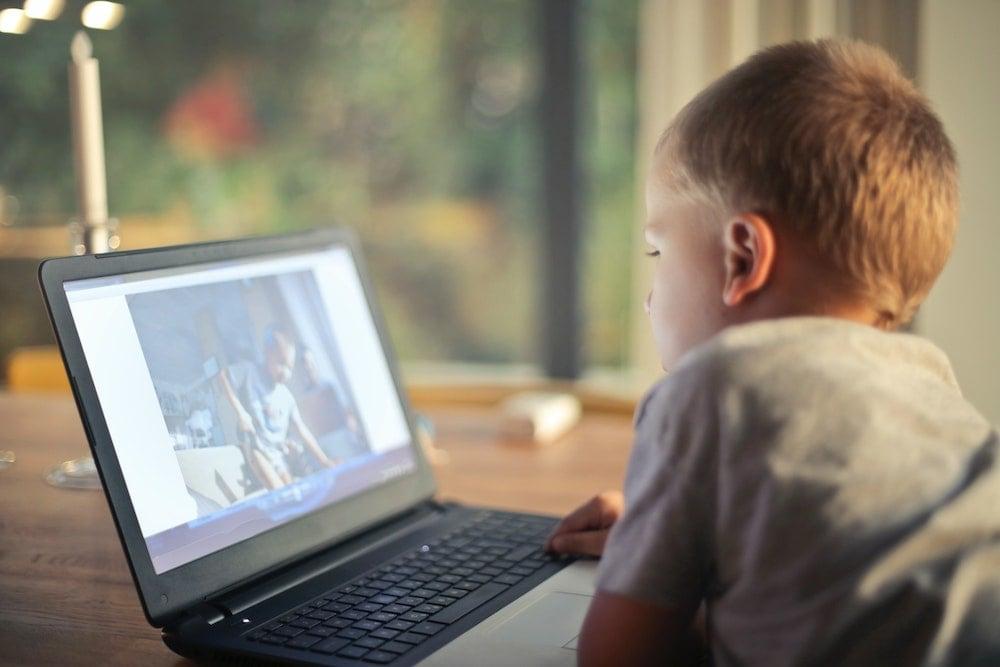 ¿Cómo guiar a los niños en el uso del internet?
