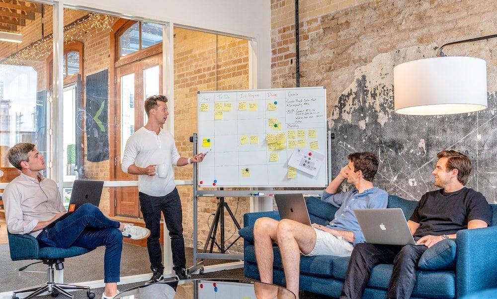Generaciones Z y Y en homeoffice, in-office y coworking
