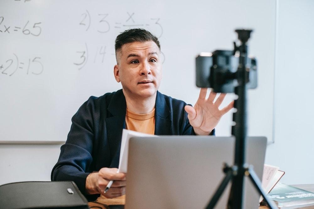 Día del Maestro: Guía para que las clases online sean más seguras