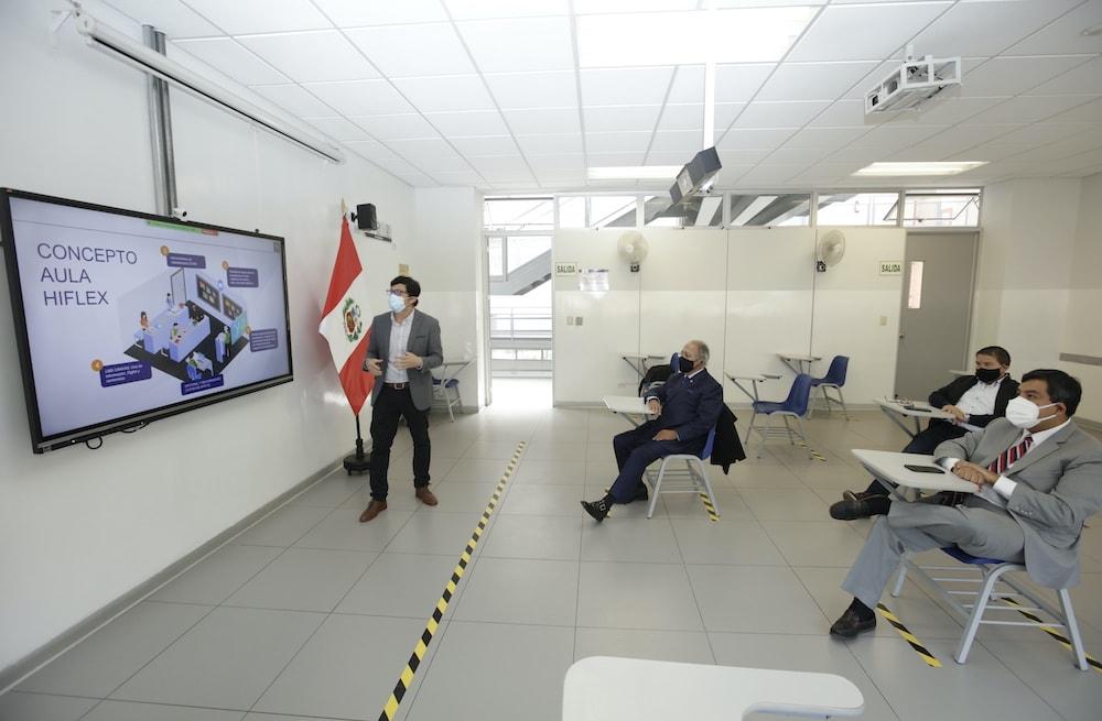 USIL instala aulas HyFlex para educación híbrida